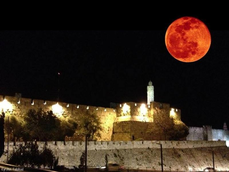 Bildergebnis für blood moon over the wailing wall images